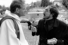 Messe Radio 1990, R.Pasquier avec le P. Maillard avant la messe